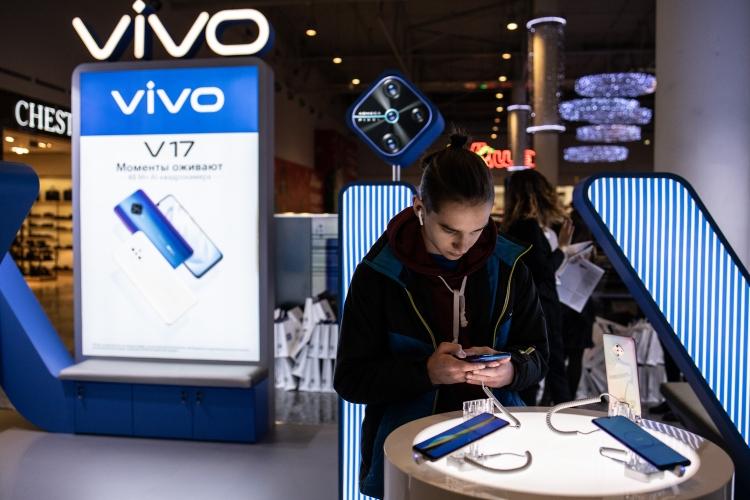 """Старт продаж показал высокий спрос на смартфон vivo v17"""""""