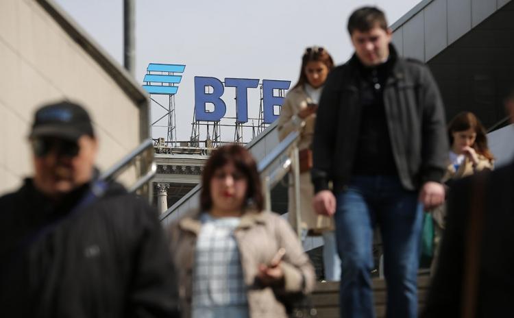 """Банки Тинькофф и ВТБ продвигают «суперприложения», включающие массу услуг сторонних компаний"""""""