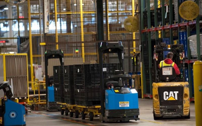 Роботизированный транспорт Seegrid на заводе Whirpool