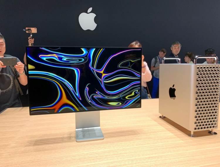 """Монитор Apple Pro Display XDR с нанопокрытием можно протирать только специальными фирменными салфетками"""""""