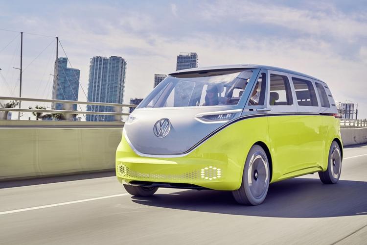 """Электрические шаттлы-беспилотники Volkswagen начнут перевозить пассажиров в Катаре"""""""