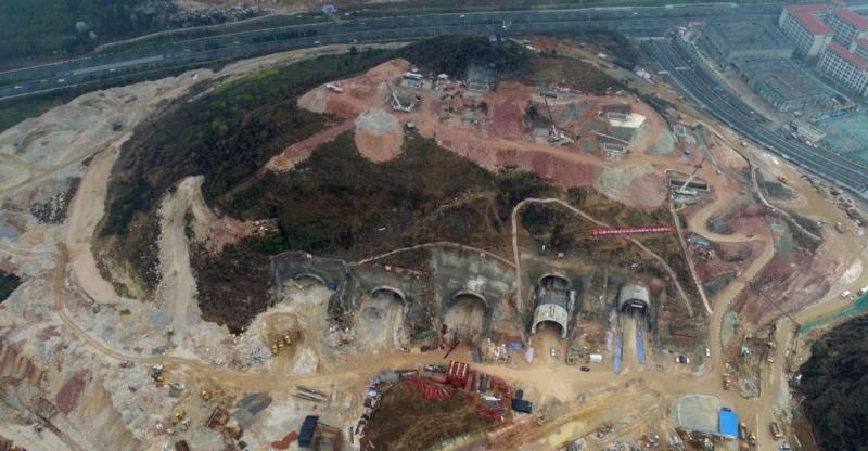 Вид сверху на стройку крупнейшего ЦОДа Tencent в провинции Гуйчжоу, Китай
