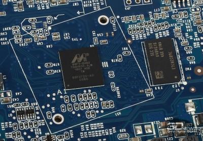 Процессор Marvell ARMADA 88F3720 и модуль ОЗУ Samsung K4B41646E 512 Мбайт