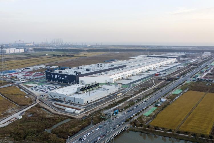 Предприятие Tesla в Шанхае (Qilai Shen/Bloomberg)