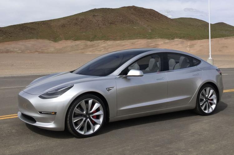 """Tesla собирается снизить стоимость Model 3 в следующем году"""""""