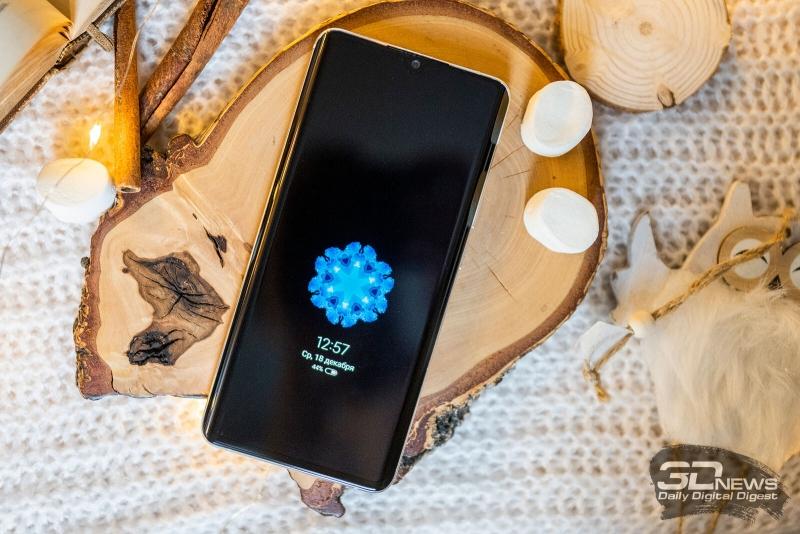 Xiaomi Mi Note 10, лицевая панель: в верхней части дисплея — маленький вырез с фронтальной камерой и разговорным динамиком