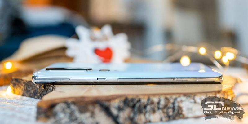 Xiaomi Mi Note 10, правая грань: клавиша включения/блокировки и клавиша регулировки громкости, а также слот для двух SIM-карт