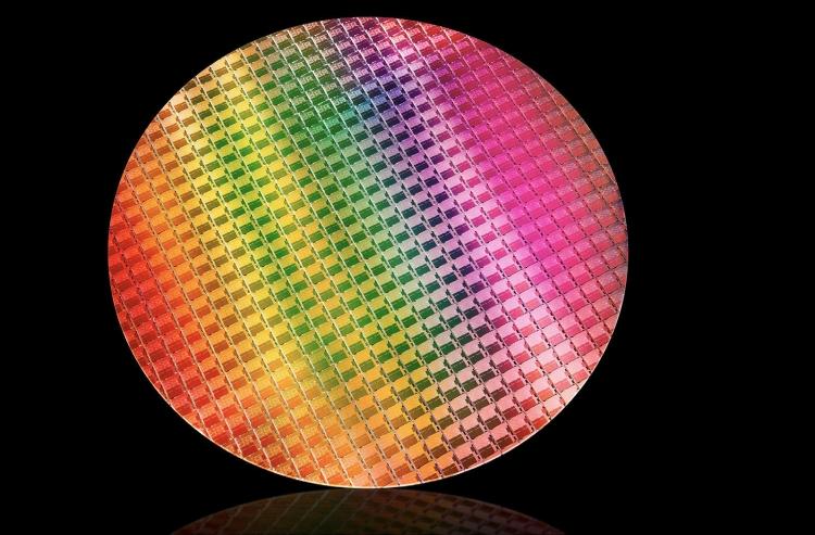 Кремниевая пластина с 10-нм мобильными процессорами Intel