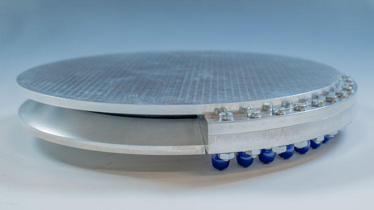 Линзовая антенна water drop с установленной защитной пластиной (ESA)