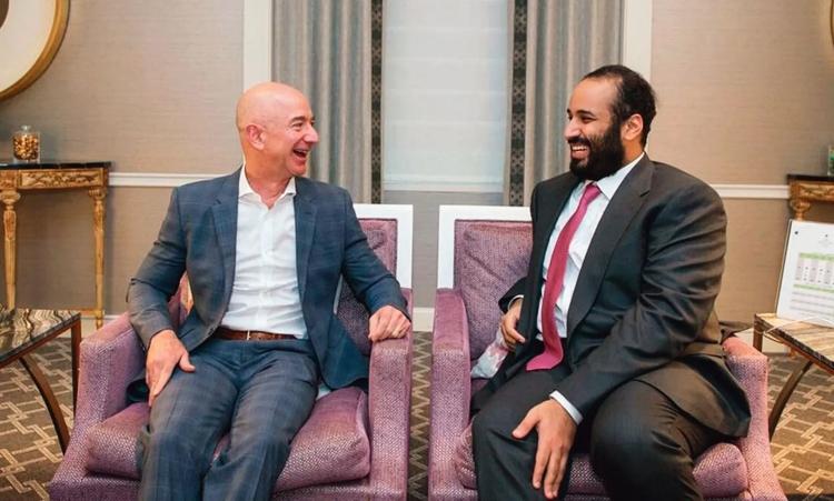 Джефф Безос и Мохаммал бин Салман во время визита в США в марте 2018 года (Saudi Press Agency)
