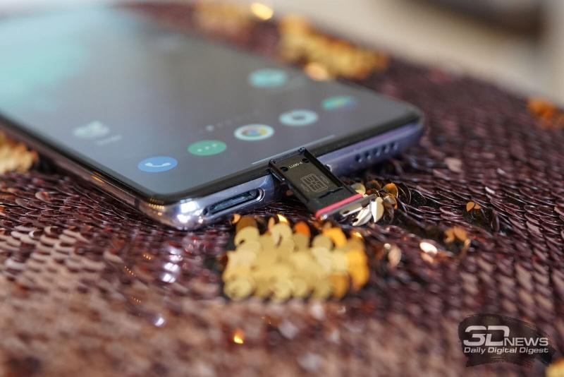 OnePlus 7T, слот для двух карточек стандарта nano-SIM