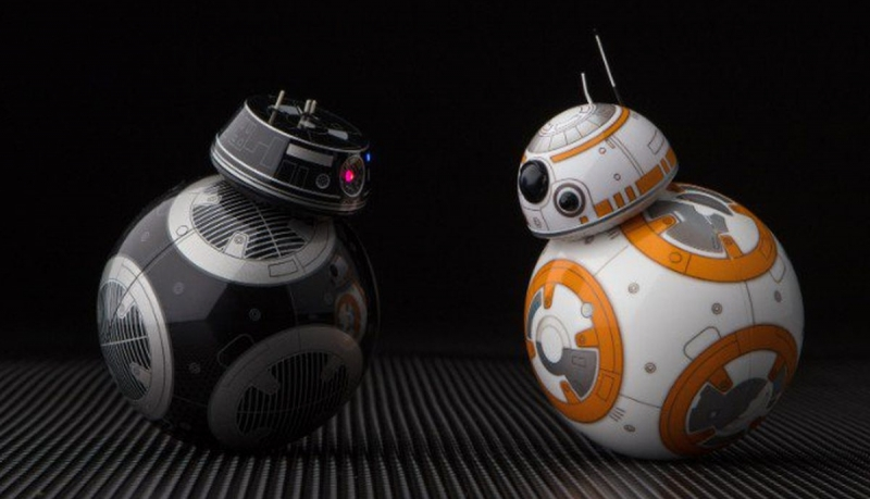 BB-9E (слева) и BB-8 и (справа)