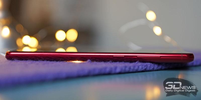 Samsung Galaxy Note10 Lite, правая грань: клавиши включения/блокировки и регулировки громкости/спуска затвора камеры
