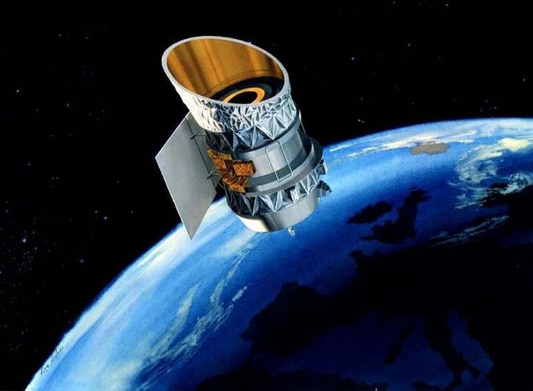 Обсерватория IRAS, выведена на орбиту в 1983 году, работла 10 месяцев
