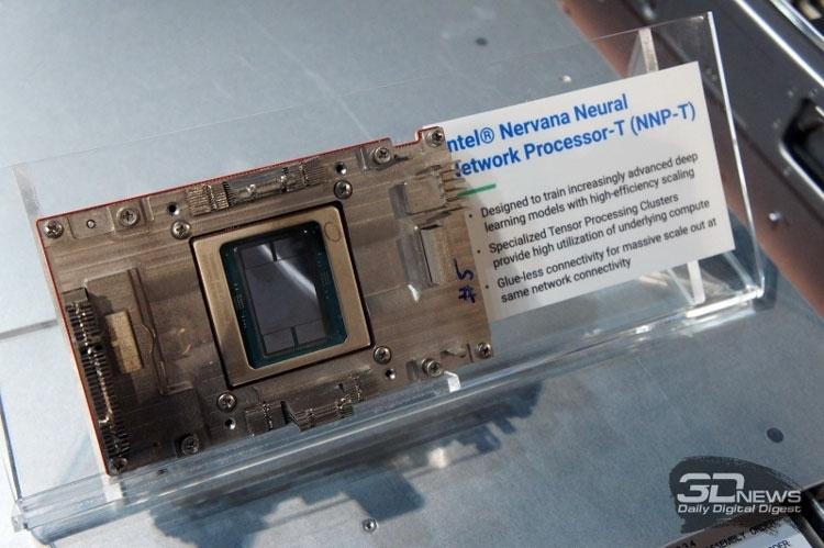 Образец ускорителя Intel NNP-T (вариант OAM)
