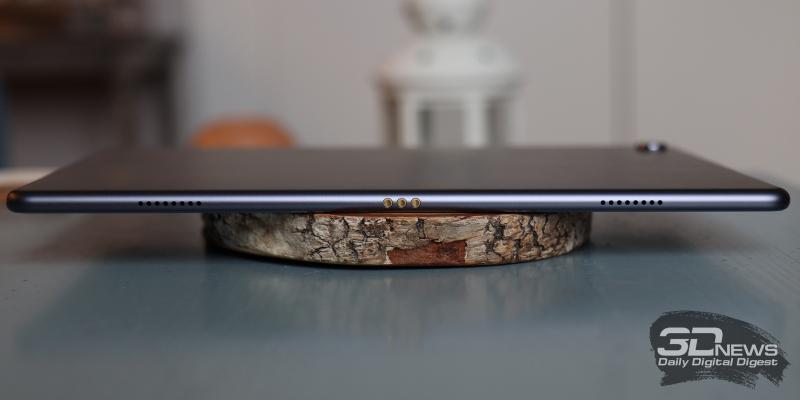 Huawei Mediapad M6 10.8, нижняя грань: два динамика и контактная площадка для опциональной клавиатуры