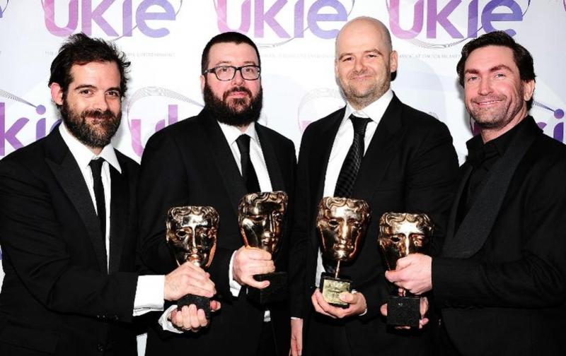 Слева направо: Сэм Хаузер, художественный директор Rockstar North Аарон Гарбут (Aaron Garbut), Дэн Хаузер и бывший руководитель Rockstar North Лесли Бензис (Leslie Benzies)