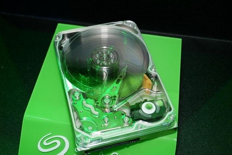 Макет жёсткого диска с технологией HAMR (Seagate, PC Watch)