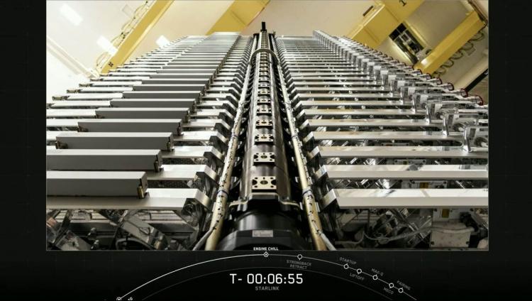 Подготовленный к запуску пакет микроспутников Starlink