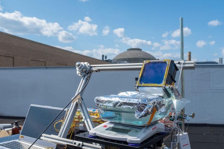 Опытная установка пассивного опреснителя воды на крыше здания MIT