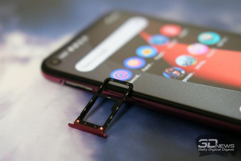 BQ Magic O, слот для SIM-карт и карты памяти стандарта microSD