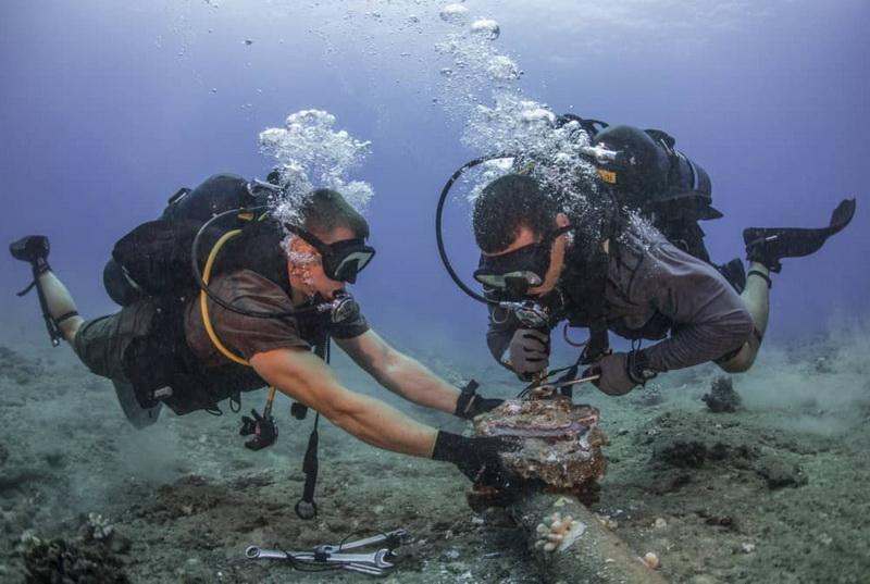 Обслуживание одного из подводных кабелей. Фото носит иллюстративный характер