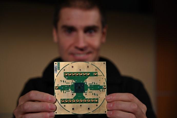 Криогенный контроллер Intel Horse Ridge для управления кубитами