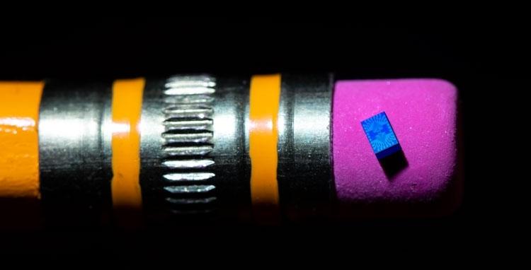 Кремниевая схема с одним спиновым кубитом