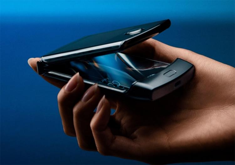Изгибаемый смартфон Motorola razr