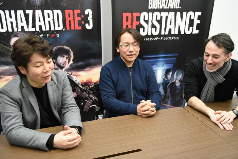 Продюсеры Resident Evil 3 Масатика Кавата (слева) и Питер Фабиано (справа) с режиссёром Киёхико Сакатой посередине