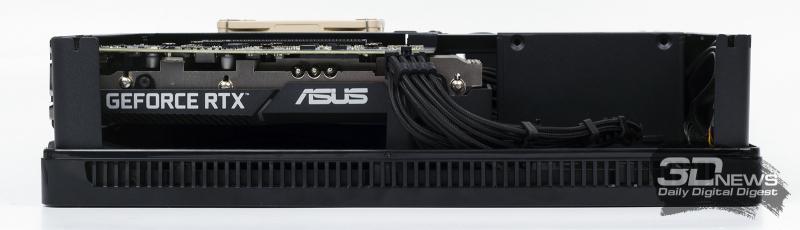 Fractal Design Node 202 поддерживает установку довольно толстых видеокарт. Если использовать 2-слотовый адаптер, то на стенке можно закрепить пару обычных 120-мм вентиляторов