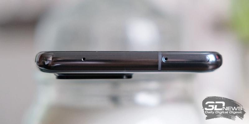 Samsung Galaxy S20 Ultra, верхняя грань: гибридный слот для SIM-карт и карты памяти, микрофон