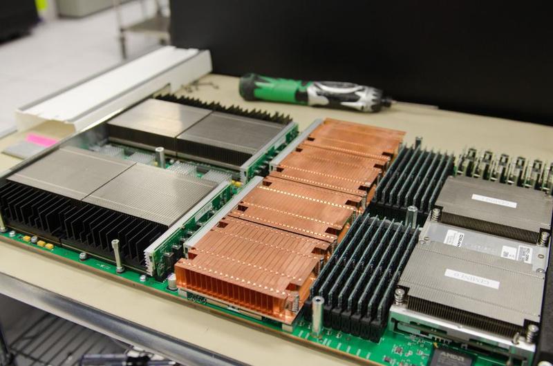 Узел Cray XK7: четыре Opteron, четыре K20