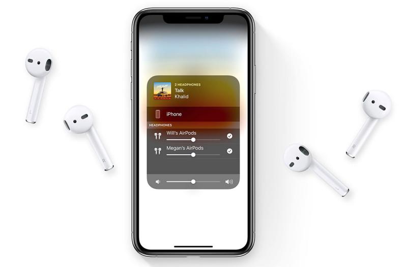 Воспроизведение музыки с iPhone на две пары наушников AirPods