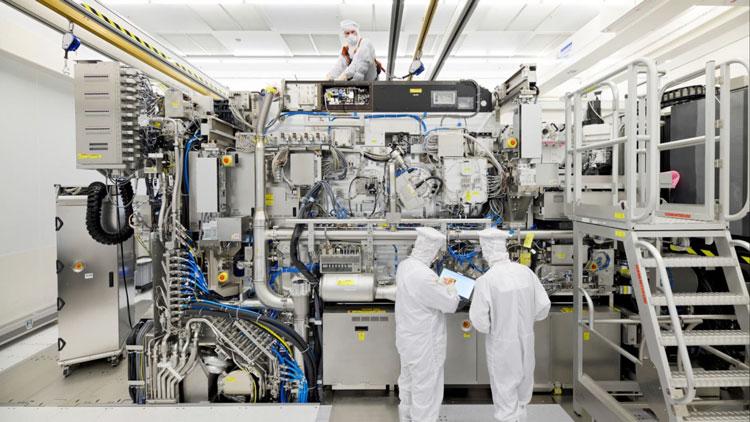 Сборка EUV-сканера на заводе ASML