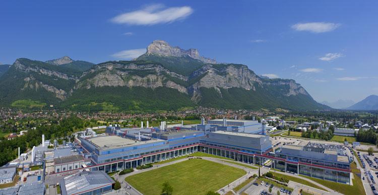 Вид на промышленно-исследовательский комплекс STMicro в Французском Кролле