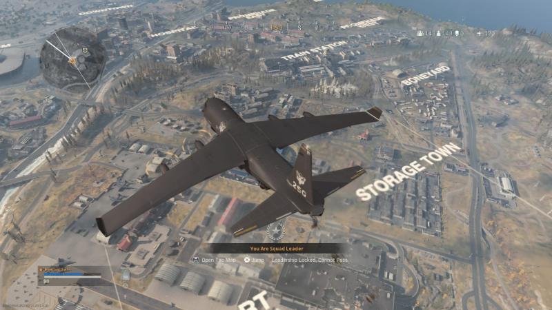Как и во многих королевских битвах, все начинается с прыжка из самолета