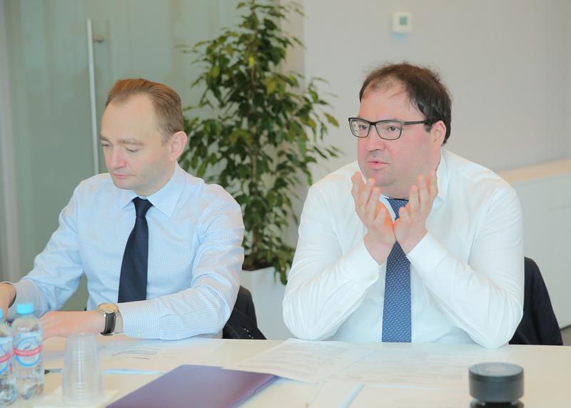 Министр цифрового развития, связи и массовых коммуникаций Российской Федерации Максут Шадаев (на фото справа; источник изображения: digital.gov.ru)