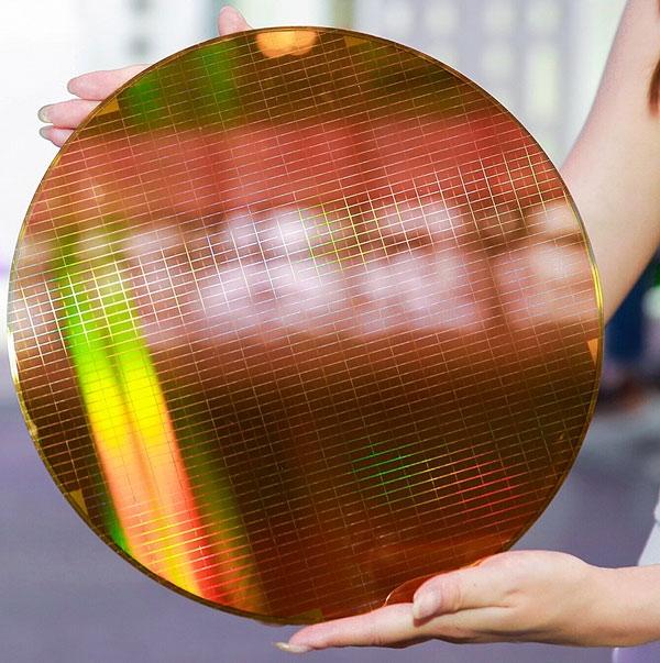300-мм пластина с 64-слойными чипами 3D NAND 256 Гбит TLC (YMTC)