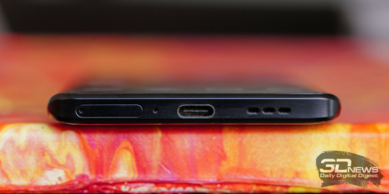 OPPO Reno3 Pro, нижняя грань: слот для SIM-карт, микрофон, порт USB Type-C и основной динамик