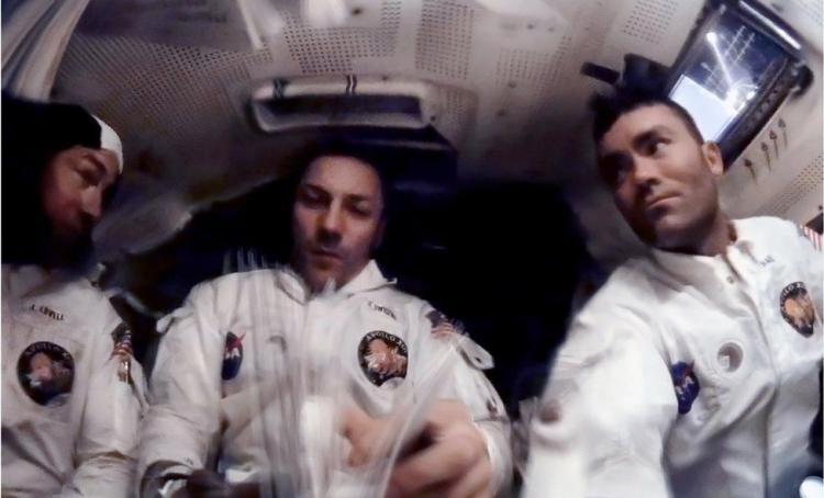 Слева направо: Ловелл, Суайгерт и Хейз готовятся к посадке «Аполлона-13» обратно на Землю