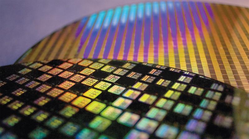 Кремниевая подложка с микросхемами TSMC