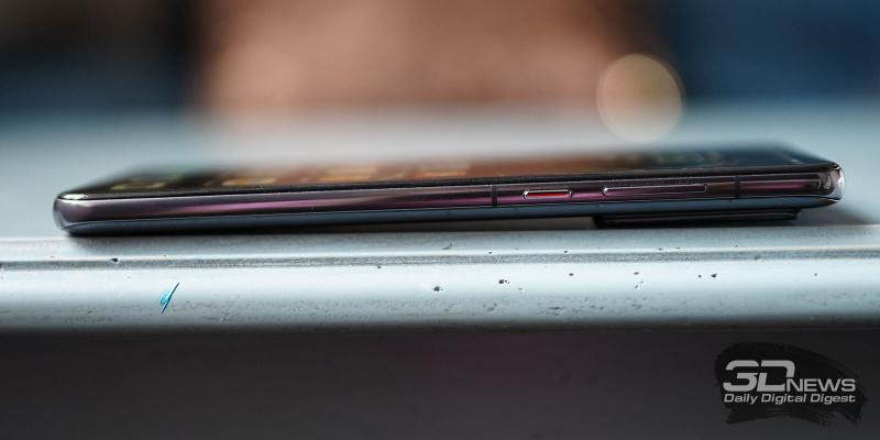 Huawei P40, правая грань: клавиши включения/блокировки смартфона и регулировки громкости