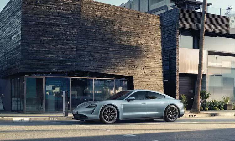 Porsche выпустит более дешёвую версию электрокара Taycan