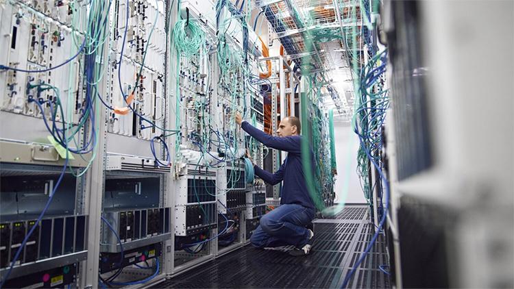 Телекоммуникационное оборудование в центре обработки данных