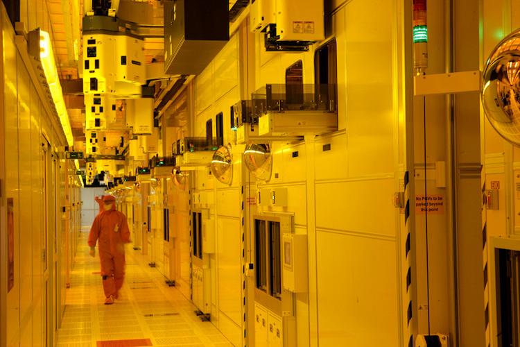 Чистая комната на фабрике Intel