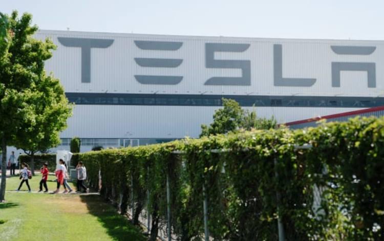 На этой неделе может возобновиться работа на заводе Tesla во Фримонте