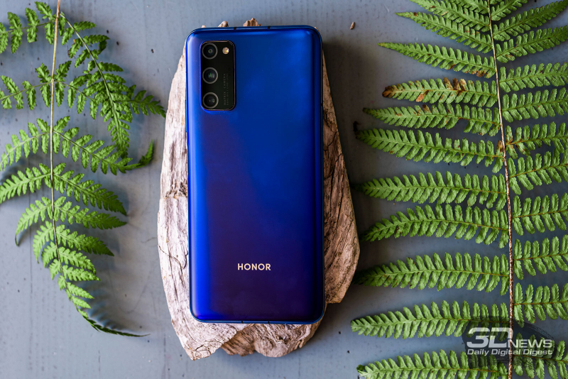 Honor View 30 Pro, rear panel: in the upper left corner there is a unit with three cameras, sensors and LED flash