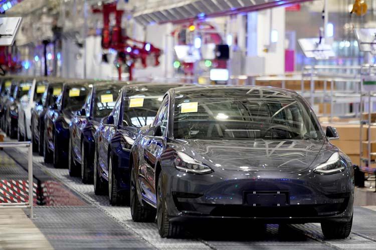 Благодаря батареям нового тип электромобили Tesla значительно подешевеют