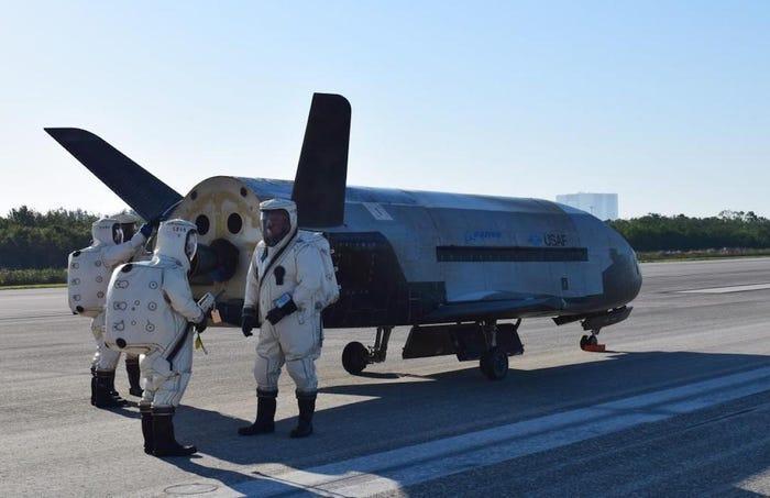 Автоматический мини-шаттл X-37B